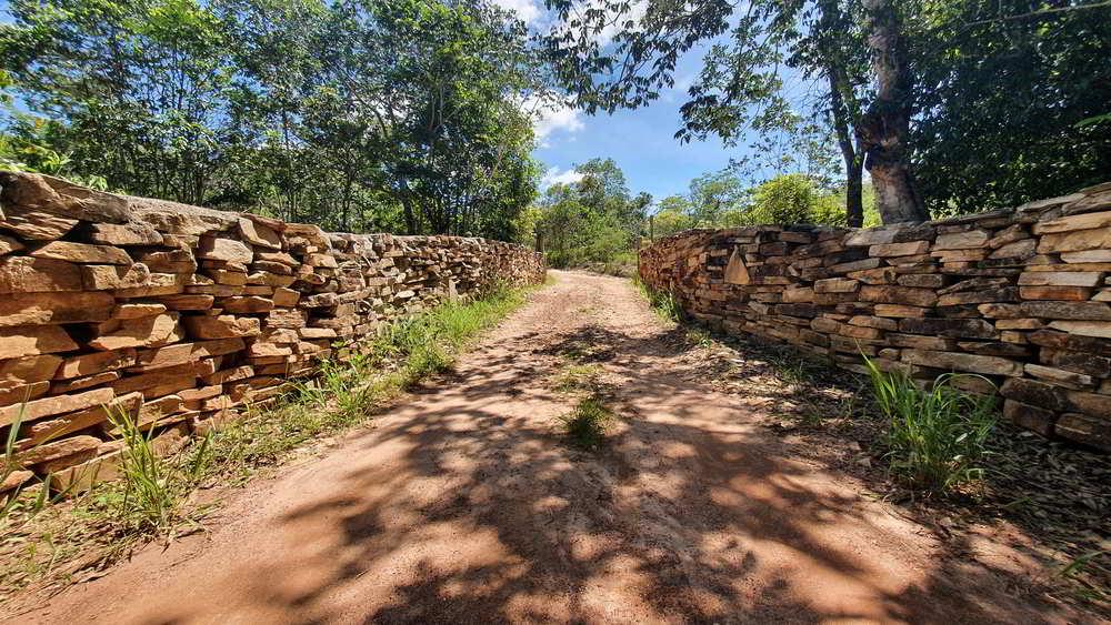 Muro de pedras na Trilha do Brasileirinho